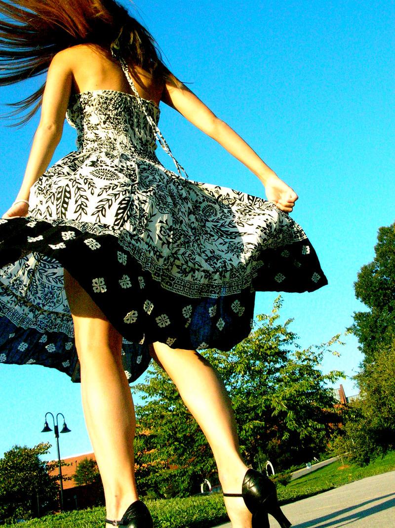 http://fc01.deviantart.net/fs13/i/2007/111/8/0/high_heels_by_SeizurePhotography.jpg