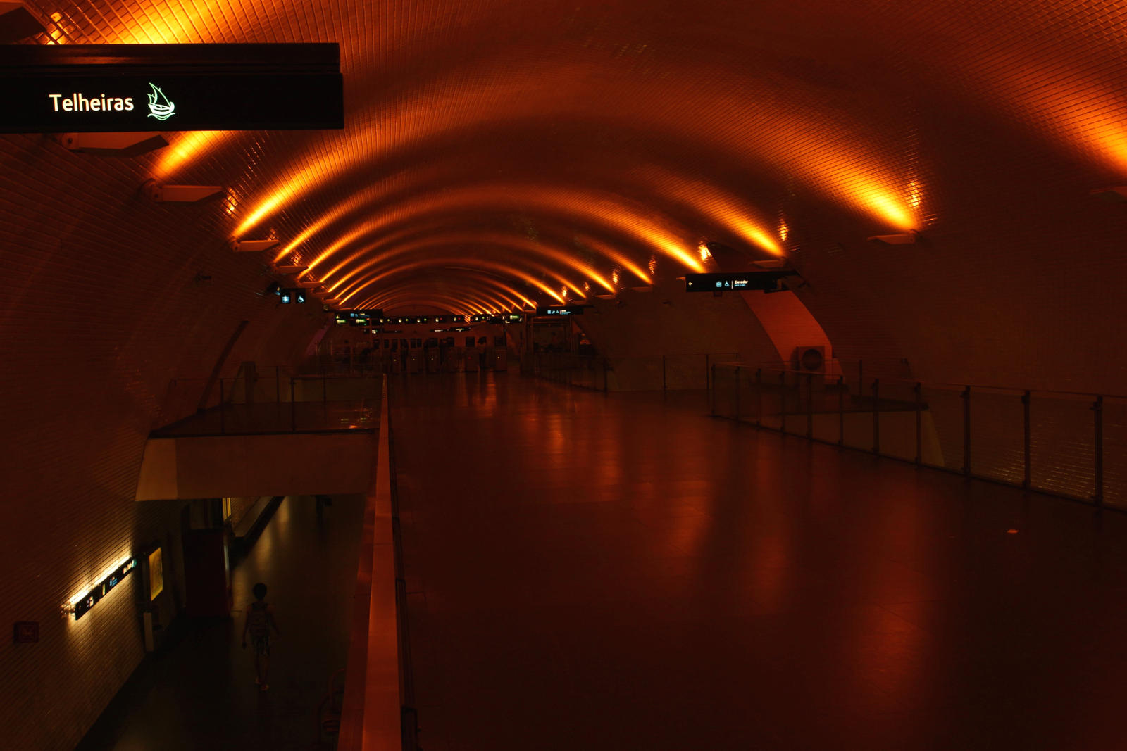 Lisboa - Metro Station by LoveForDetails