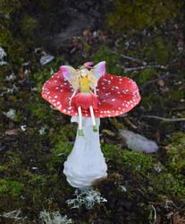 One big mushroom by FeynaSkydancer