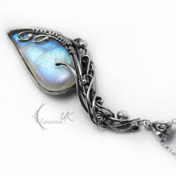 ENIRGMALH - silver , moonstone , pearl by LUNARIEEN