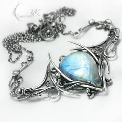 MANANHTIQUS  - silver and moonstone by LUNARIEEN