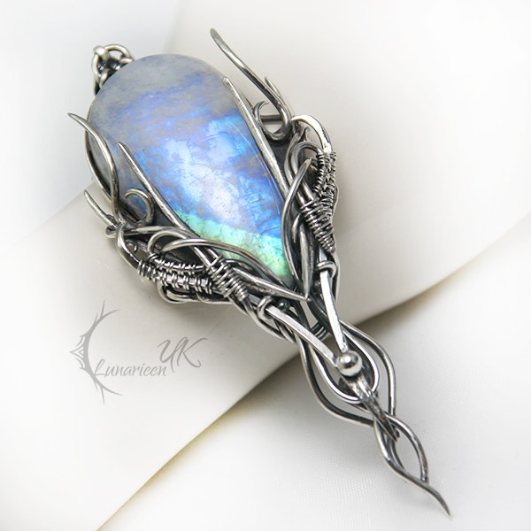EHSURTIEELH - silver and moonstone by LUNARIEEN