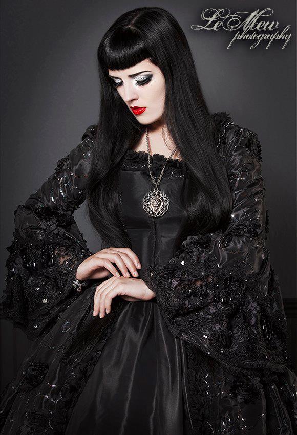Black Dahlia II by vampireleniore