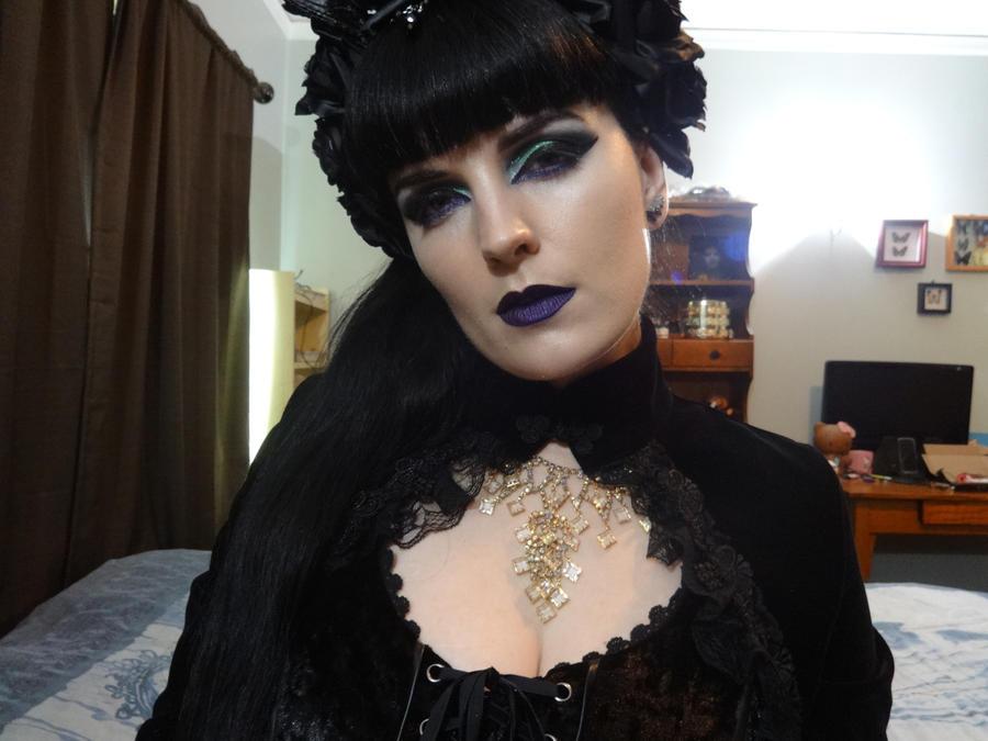 Green And Purple Makeup by vampireleniore