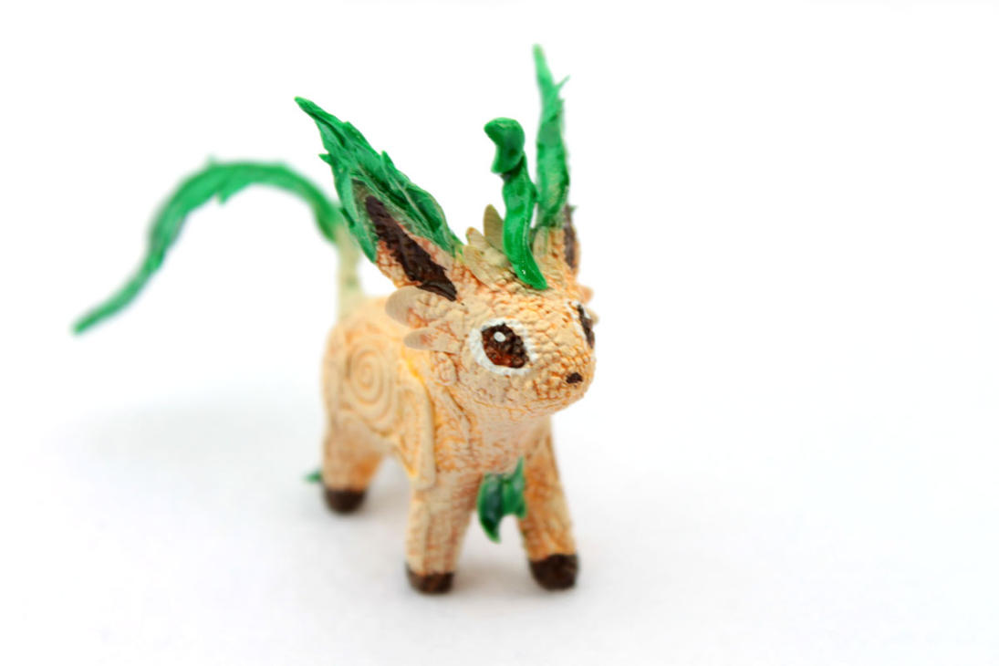 Leafeon little figurine by hontor