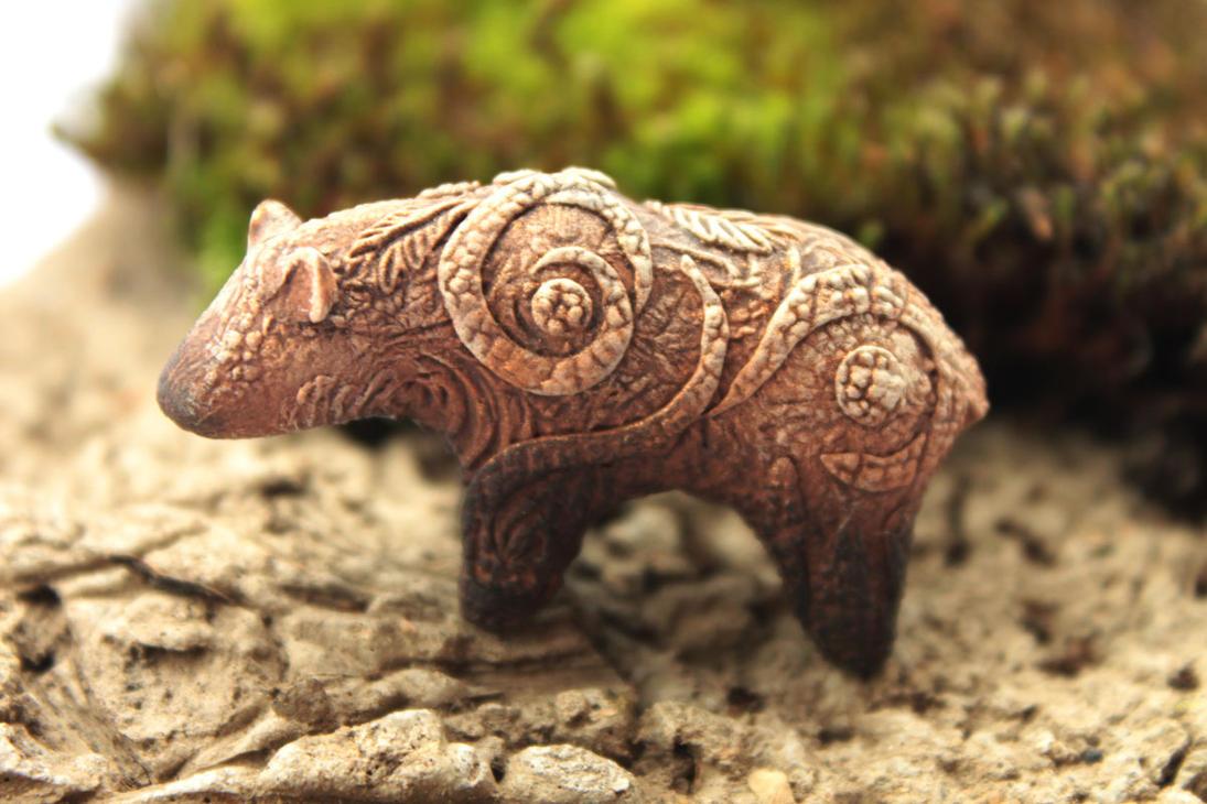Brown bear totem by hontor