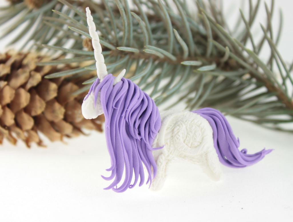 Tiny white unicorn II by hontor