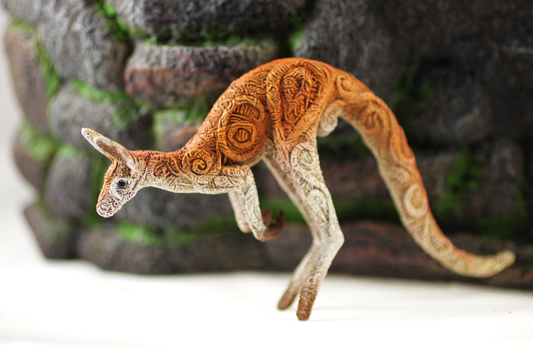 Animal totem sculpture - red kangaroo by hontor