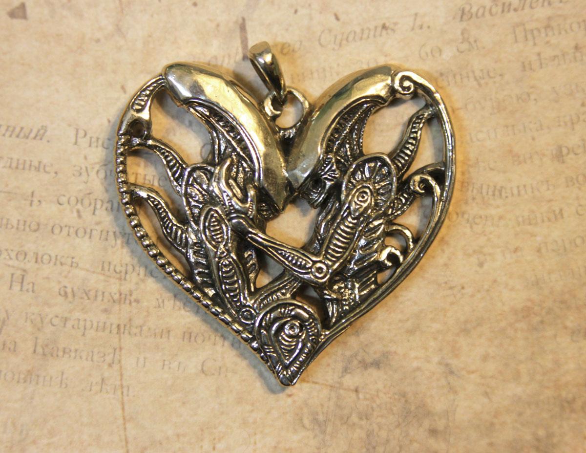 Xenomorph Valentine pendant by hontor