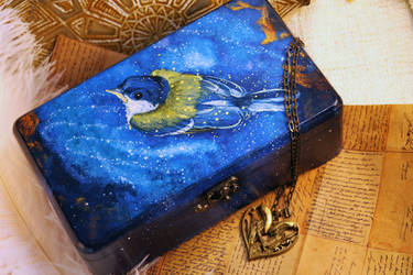 Titmouse's Brithday - wooden box by hontor