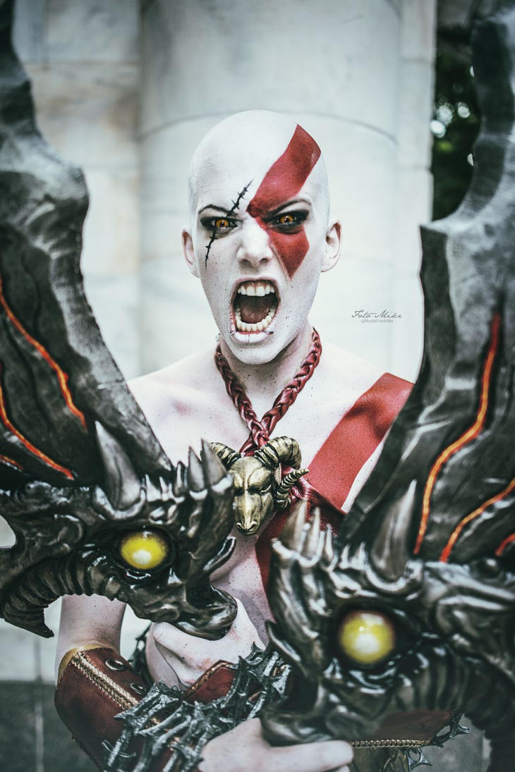 Kratos cosplay