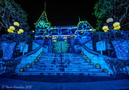 It's Halloween-Lo-Ween!