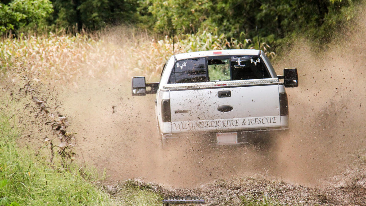 Mud Lovin Trucks by joerayphoto