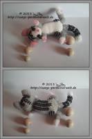 lying cat in miyuki beads by Zoey-01