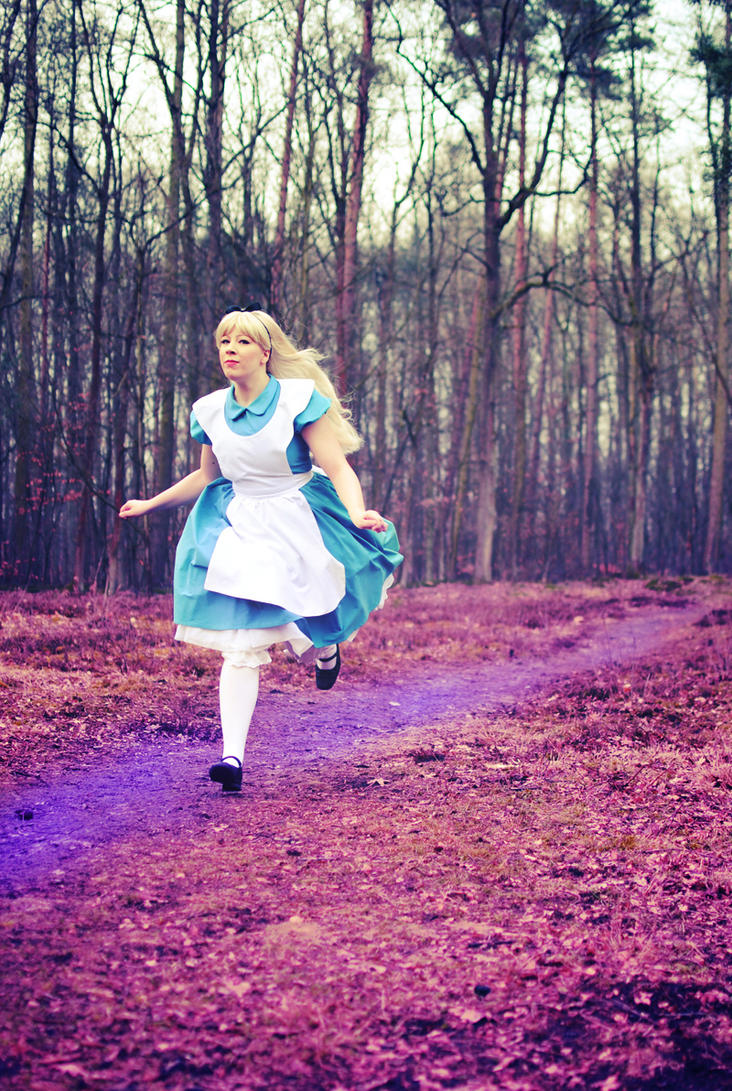 Alice in Wonderland - Running by Majin-sama