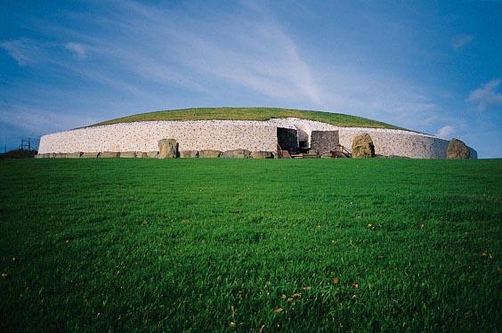 newgrange tomb ireland by neuralstatic