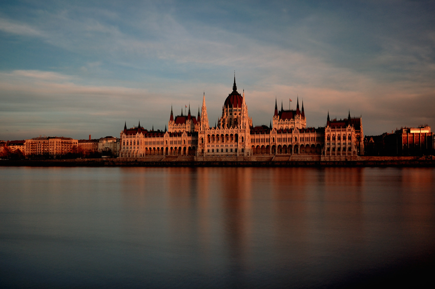 parlament at sunset by torobala