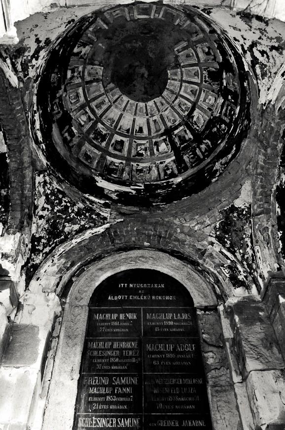 forgotten cemetery III by torobala