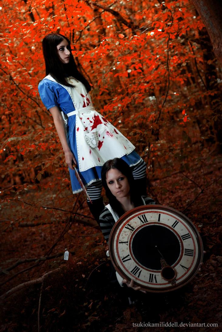 Blood Red Wonderland by TsukiOkamiLiddell