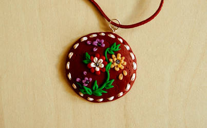 Pendant with flowers by Monocian