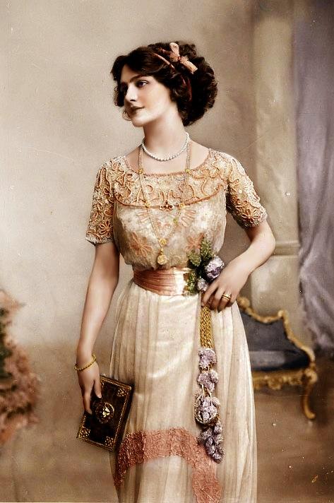 одежда женщин прошлого века фото