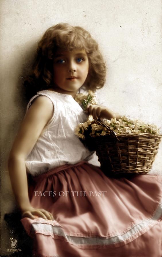 Romantika sacuvana od zaborava... - Page 2 What__s_so_cute_about_a_cutie__by_VelkokneznaMaria