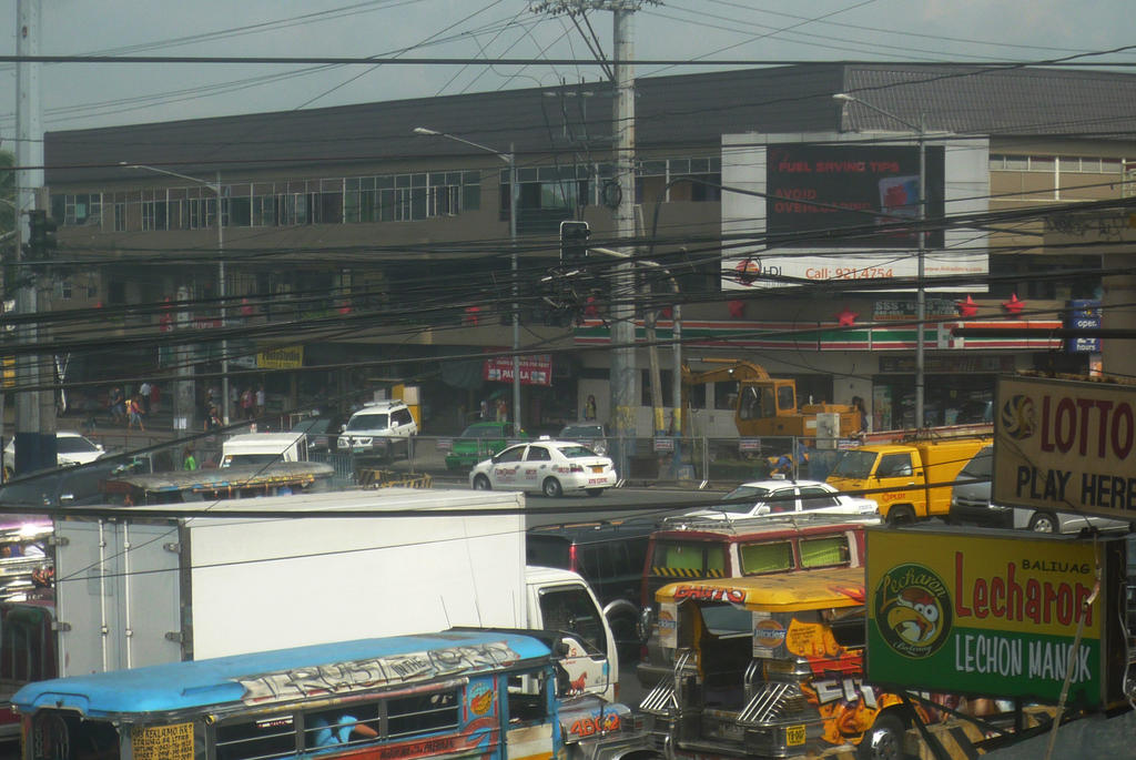 Antipolo, Rizal: A chaos of cars and wires by JoanaCruz