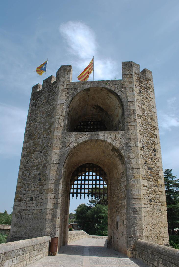 Besalu - entering the historical city by ReneHaan