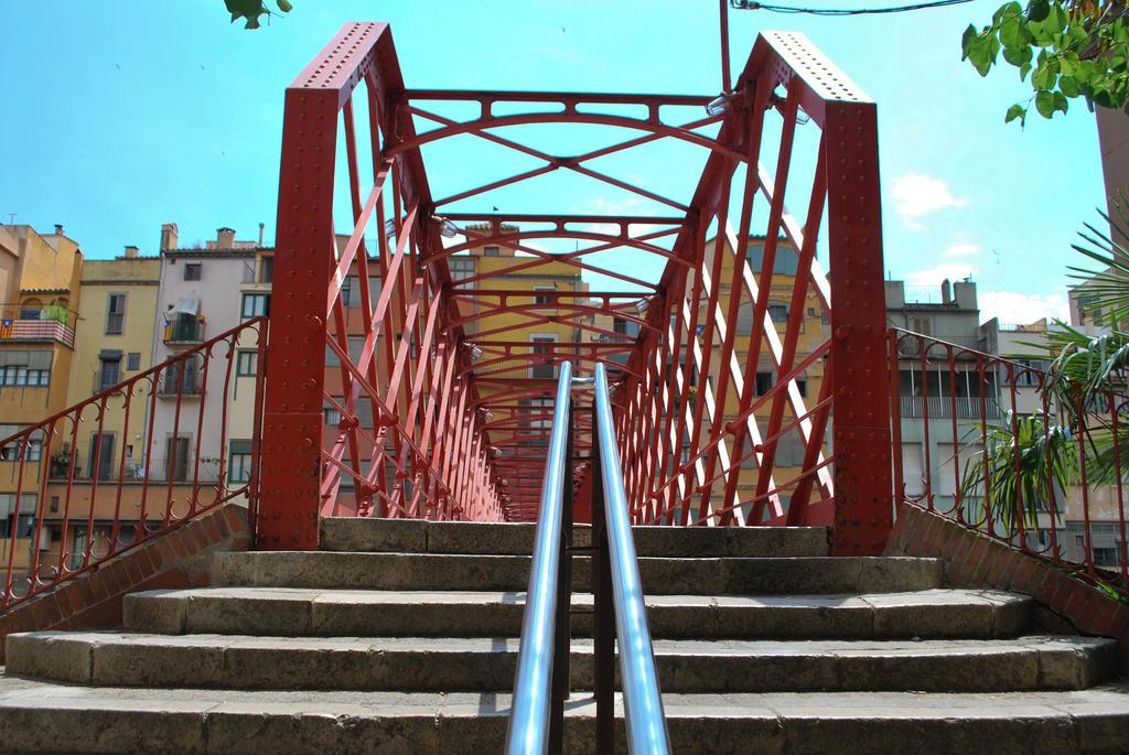 Girona - red bridge by ReneHaan