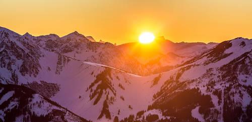Sun is setting on Hohen Ifen mountain