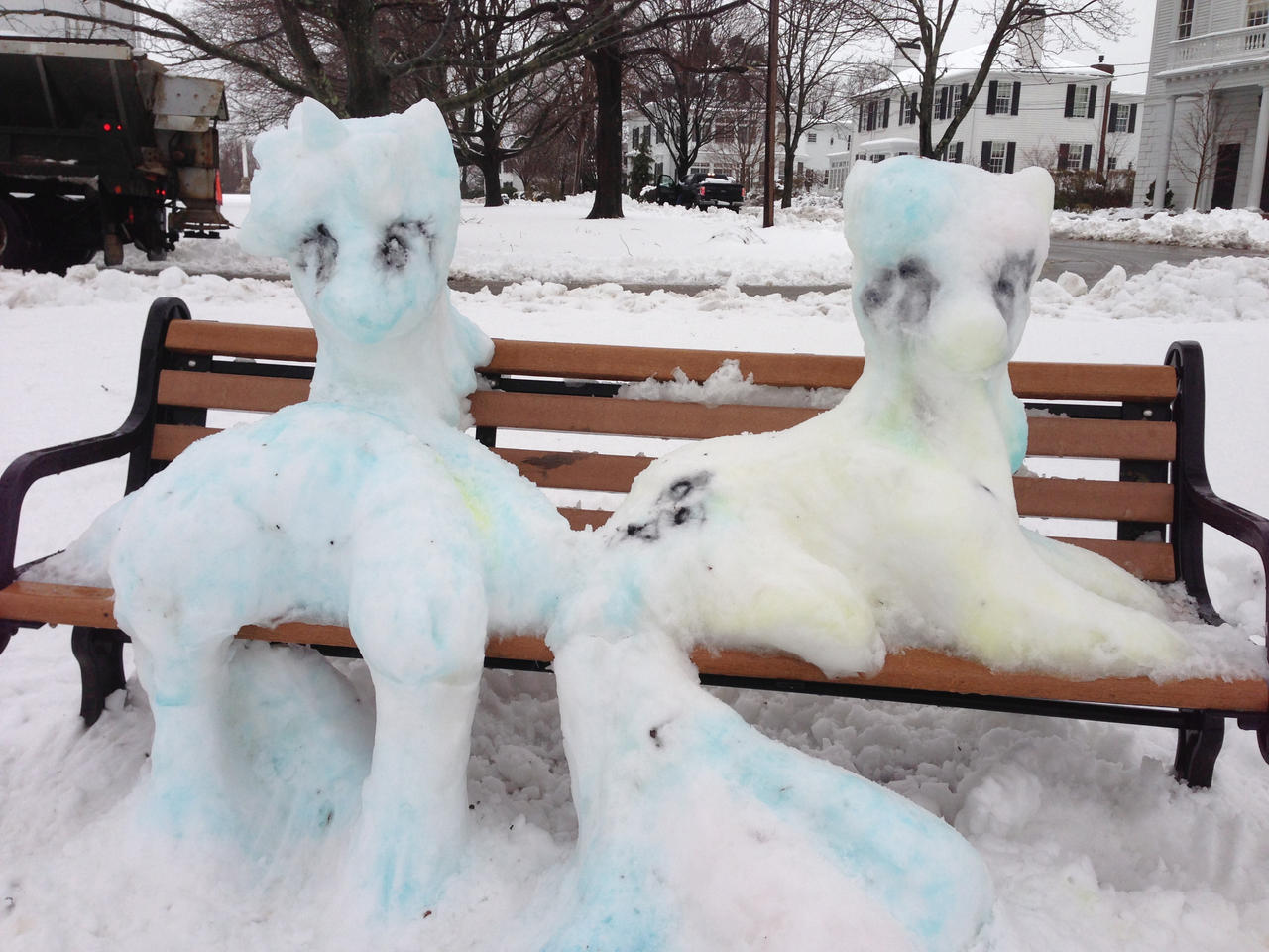 Snow Lyra and Bon Bon by GolemGeekery