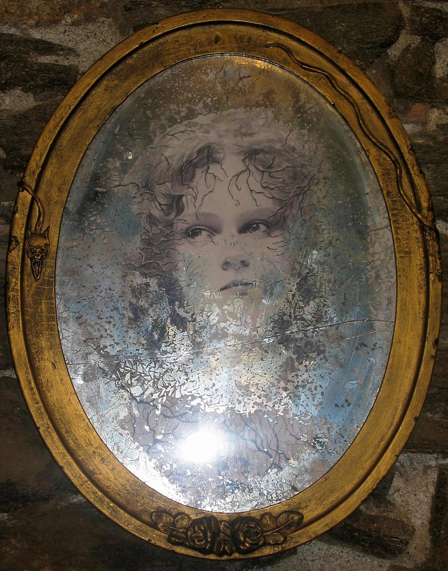 Aura derriere le miroir by gillesgrimoin on deviantart for Le miroir 71
