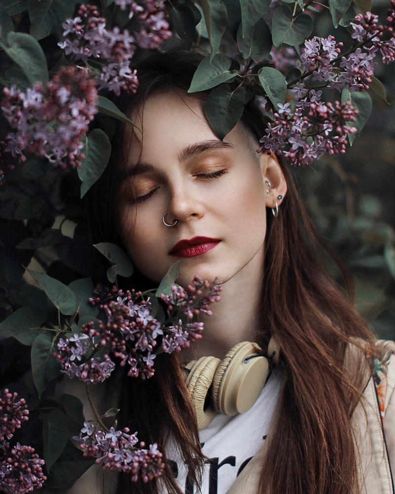 Lilac by YukkiStyu