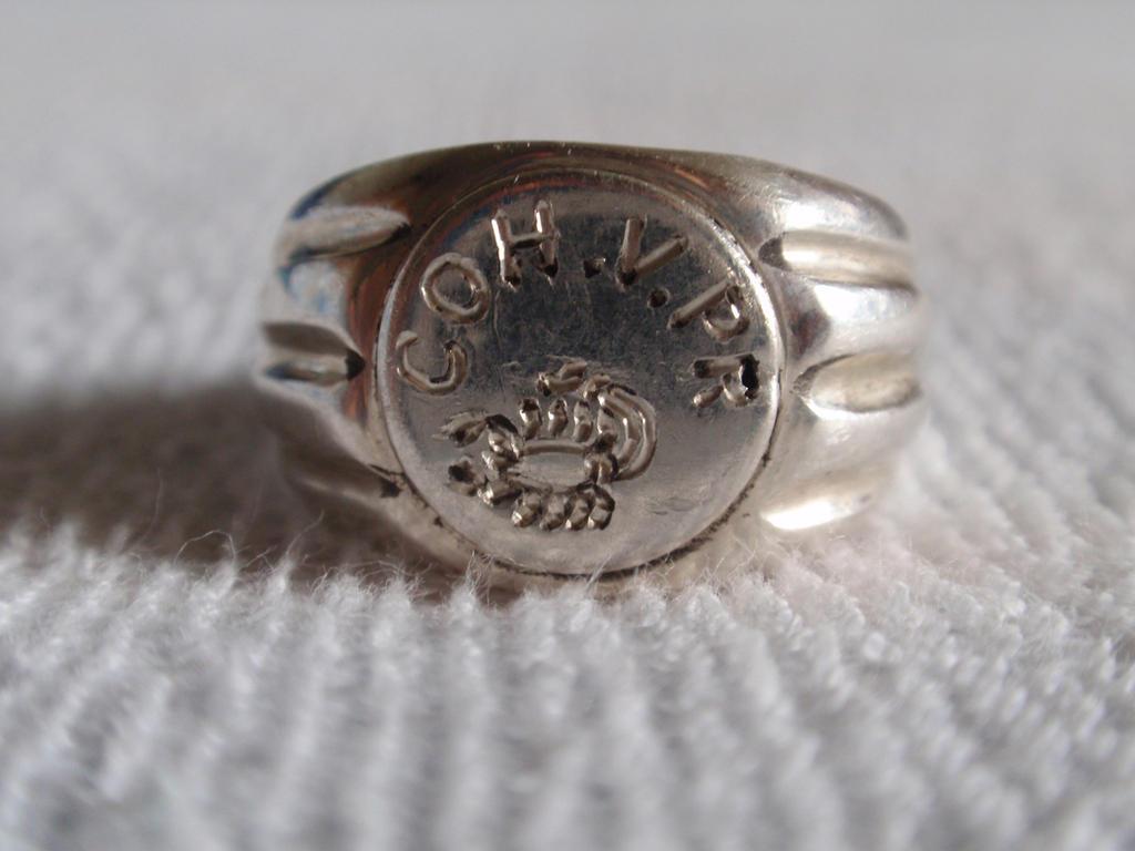 Praetorian silver ring by Nialthstrasz
