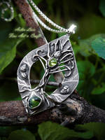 Ardghal silver pendant with Peridot stones by Gwillieth