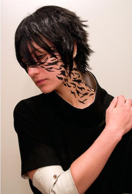 http://fc08.deviantart.net/fs41/f/2009/055/5/5/Sasuke_Cursed_Seal___Cosplay_by_Yuuu_Ki.jpg