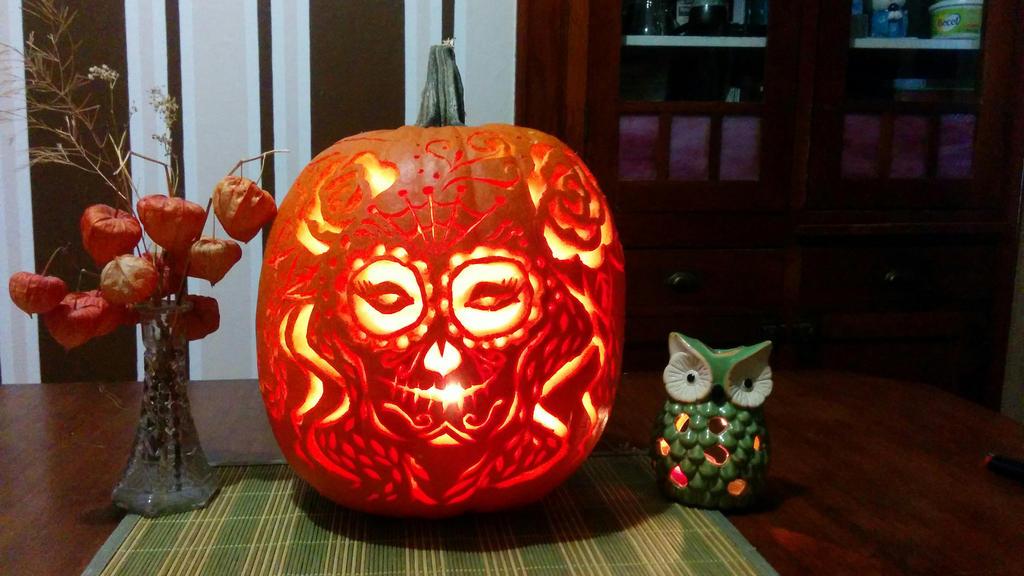 Dia de Los Muertos Pumpkin by khiralfaythily