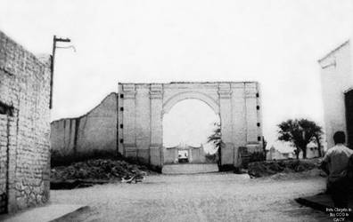1881 (8) 1960 Guadalupe Arco que queda al final de