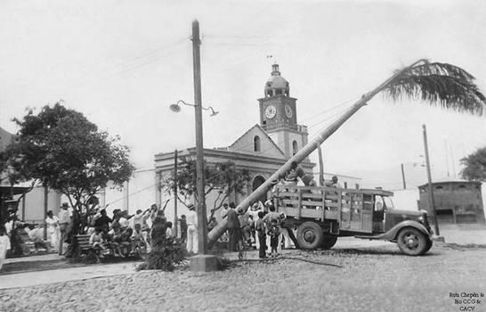1935 (1) 1935-45 Plaza de Armas los arboles ya se