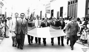 1963 (2b5) 1963 Autoridades  desfilando