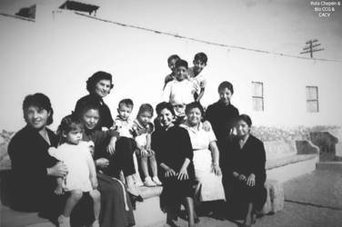 1950 (6d9) Chepenanos en la Calle Guadalupe junto