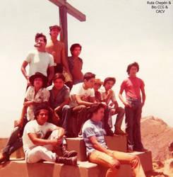 1a 1975 Chepenanos en una de las cruces de Mayo