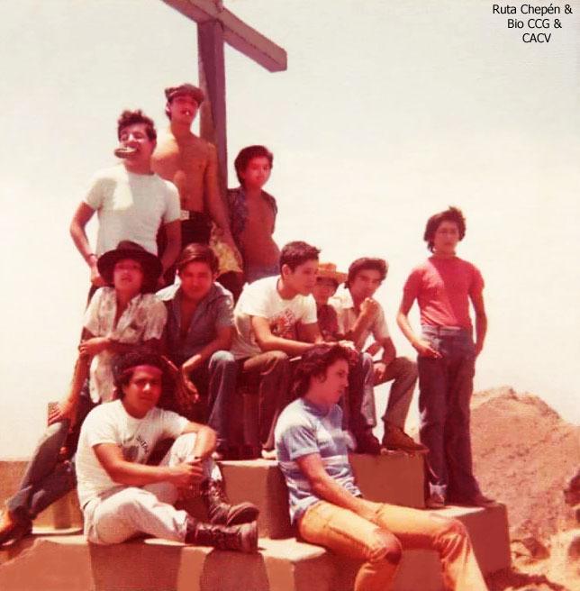 1a 1975 Chepenanos en una de las cruces de Mayo by Chepen-Ruta