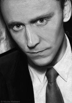Tom Hiddleston (gray paper)