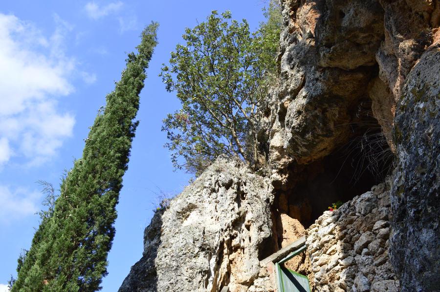Cave by jimkarakas