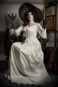 Cosplay: Lady Alcina Dimitrescu, Part II