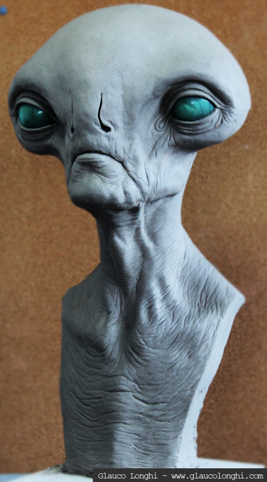 Alien bust - by glaucolonghi