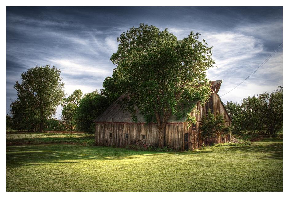 Oklahoma Barn by aaronbee