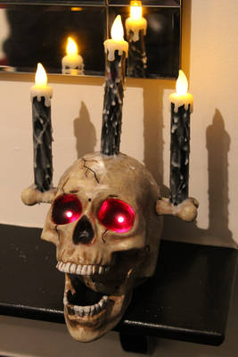 Talking Halloween Haunted Skull Prop