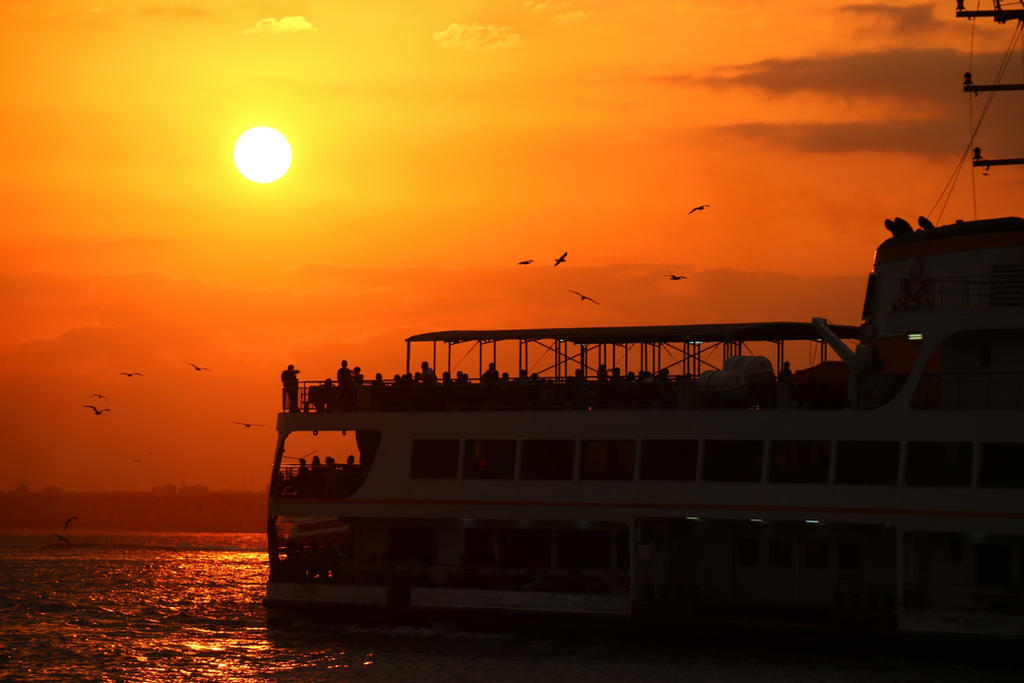 Istanbul sunset. by Tragerus
